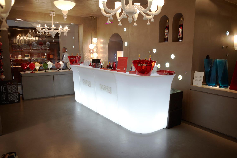 Noleggio arredi luminosi jumbo bar angolo for Noleggio arredi bologna