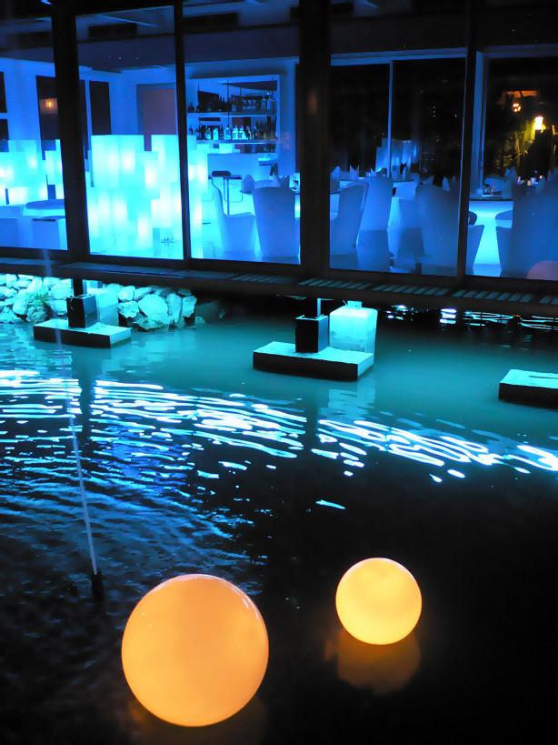 Noleggio arredi luminosi sfere da acqua globo for Noleggio arredi roma
