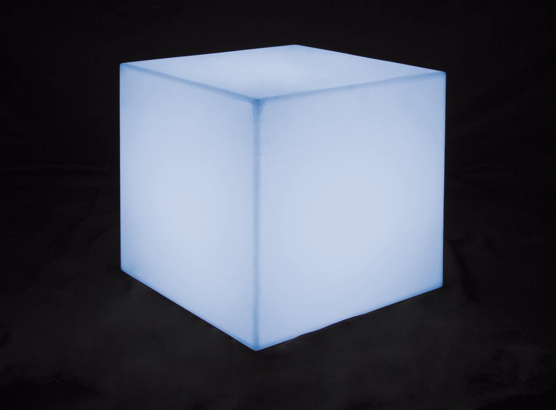 Noleggio arredi luminosi pouf cubo luminosi for Noleggio arredi
