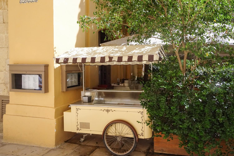 Noleggio chioschetti da buffet e carrelli carretti per gelati for Frigorifero arredo