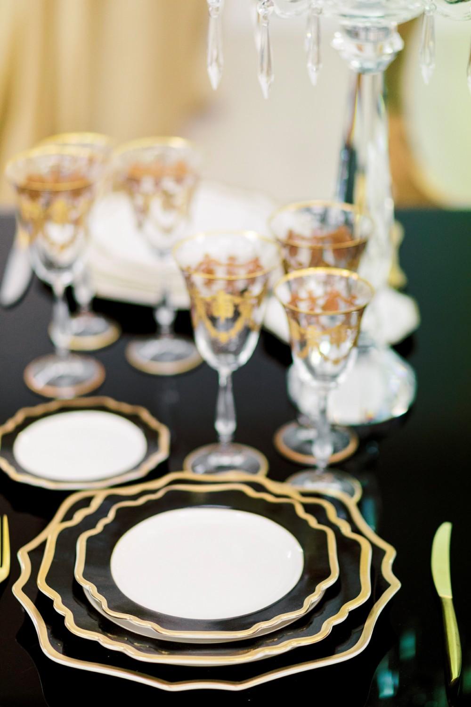 Noleggio Piatti, Serie Royal nero filo oro